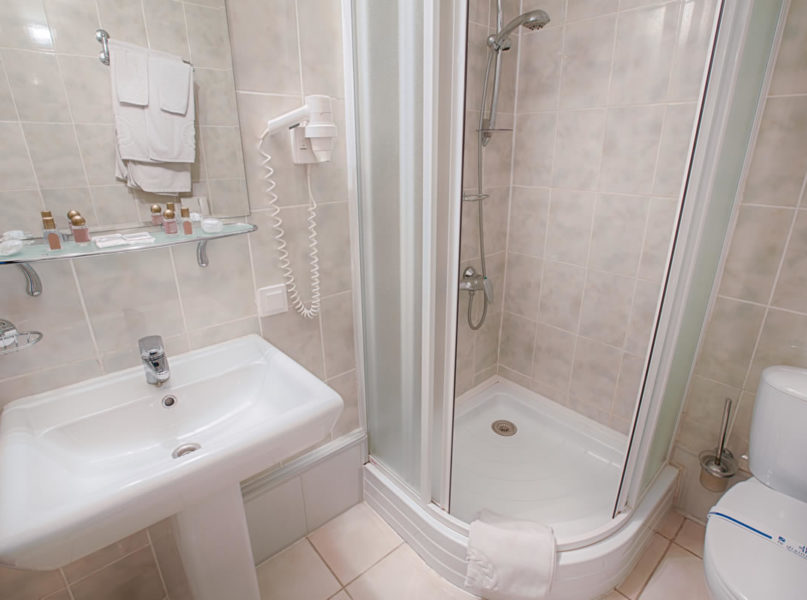 Small bathroom remodel on a budget guide the bathroom for Remodeling your bathroom on a budget